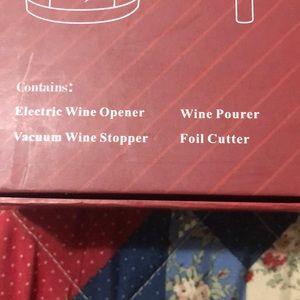 Kitchen - Brand new electric wine opener gift set